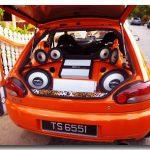 Sistem audio belakang jenama MOHAWK digunakan dengan panel speaker jenis custom make.