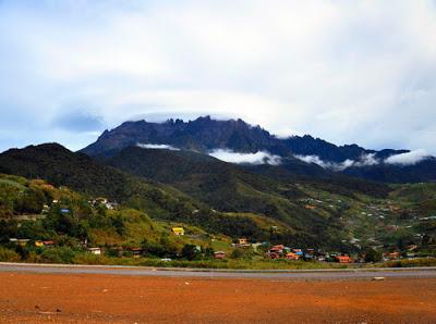 Pemandangan Puncak Gunung Kinabalu Sabah