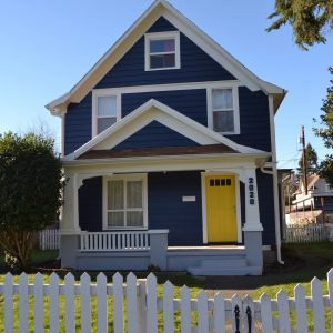 Rumah Warna Biru Putih Cantik