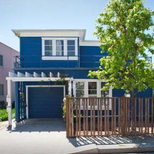 Rumah Warna Biru Putih Serra