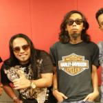 Ahli kumpulan Khalifah bersama DJ Nazrin THR Gegar.