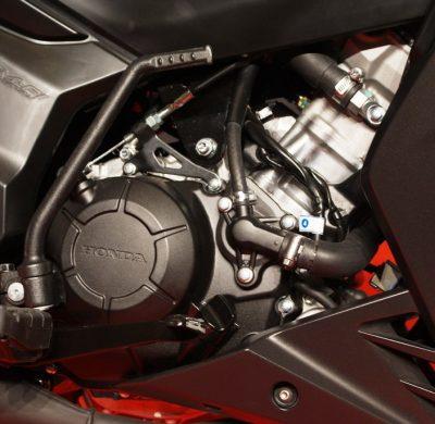 Enjin 4 stroke DOCH Honda RS150R