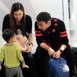 Gambar Datuk Lee Chong Wei bersama isteri dan anak.