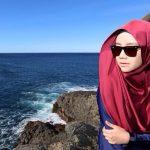Gambar Mira Filzah di tepi pantai