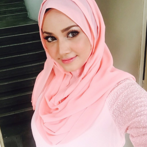 Gambar cantik gaya tudung Fathia Latiff