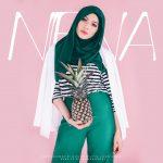 Gambar posing model Niena Baharun