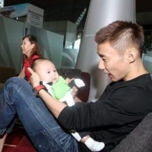 Datuk Lee Chong Wei bermain dengan anak lelakinya Kingston Lee