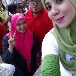 Mek Zura THR selfie bersama peminat