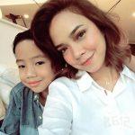 Nora Danish bersama anaknya