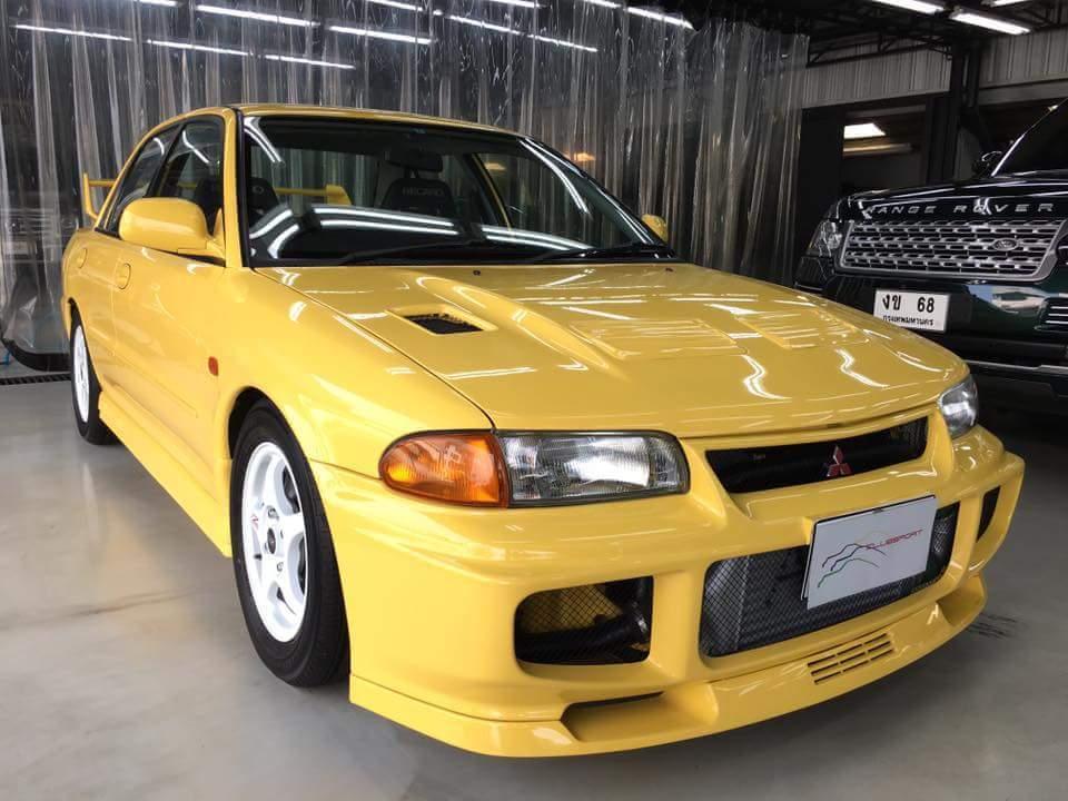Pandangan depan Mitsubishi Lancer GSR Evolution III