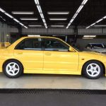 Pandangan sisi Mitsubishi Lancer GSR Evolution III