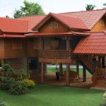 Rumah kayu tinggi asli.