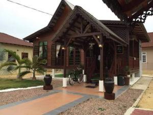 Rumah kayu solid