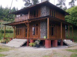 Rumah kayu unik
