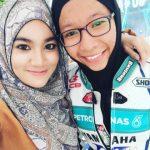 Ainan Tasneem bersama Siti Fatimah Husna, satu-satunya pelumba Cub Prix wanita.