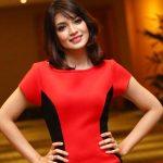 Amyra Rosli Pakai Skirt Merah