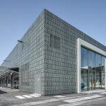 Bangunan perniagaan moden sesuai untuk bilik pameran atau showroom.