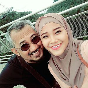 Wan Azlyn bersama bapanya