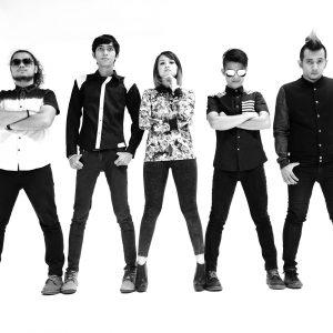 Gambar black white BW anggota Sakura Band.
