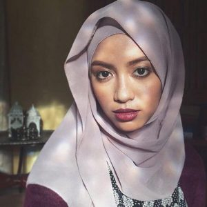 Hanie Soraya Pakai Tudung