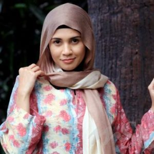 Izreen Azminda bertudung litup