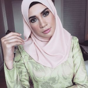 Izreen Azminda cantik berhijab.