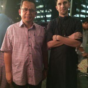 Mat Dan bergambar dengan Menteri Besar Terengganu, Ahmad Razif Abdul Rahman