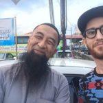 Mat Dan bergambar dengan Ustaz Azhar Idrus