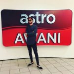 Bergambar di studio Astro Awani