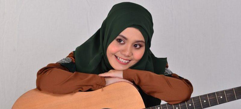 Najwa Latif Lahirsebagai Penyanyi Daripada Laman Youtube