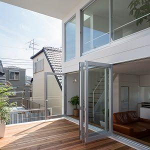 Pandangan daripada balkoni tingkat dua