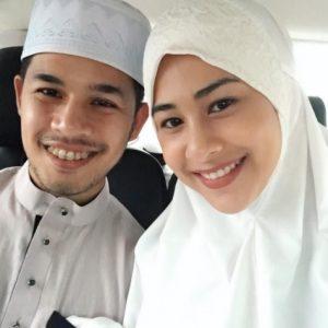 Pasangan Bahagia Fouziah Gous Dan Suami