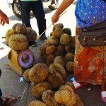 Pasar Tak Bai menjadi tumpuan rakyat Malaysia untuk membeli hasil pertanian dengan harga menarik.