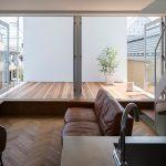 Pemasangan laminated floor menaikkan seri ruang