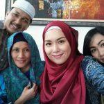 Siti Saleha cantik bertudung.