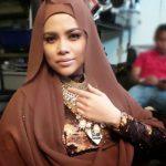 Alyah Bertudung