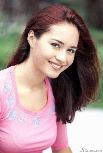 Maya Karin Senyum