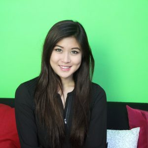 Senyuman Elizabeth Tan