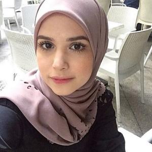 Wajah Deena Emir Usahawan Online