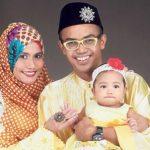 Ezad Lazim Bersama Dengan Isteri Dan Anak