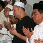 Gamabr Sultan Muhammad V Sedang Berdoa