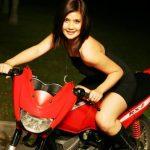 Gambar Adeline Tsen Naik Moto RXZ