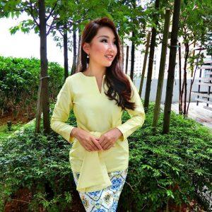 Gambar Michelle Lee Pakai Baju Kurung