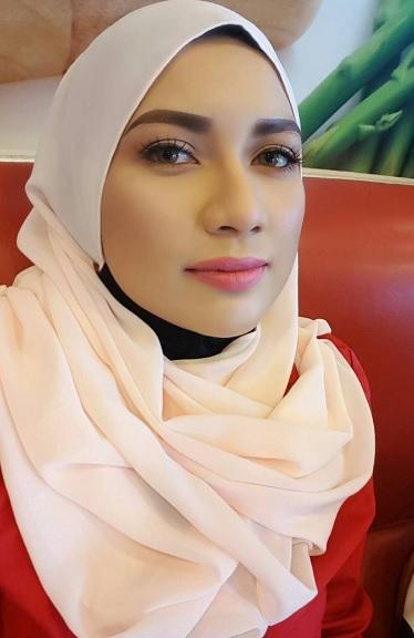 Pelakon Zara Zya Pakai Tudung