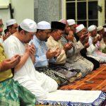 Sultan Kelantan Berdoa Selepas Solat