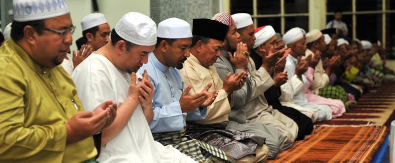 Sultan Kelantan Berdoa Selepas Solat 2