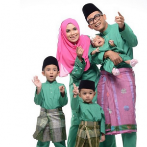 Gambar Keluarga Ajak Shiro Isteri Dan Anak