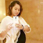 Elly Mazlein Tangkap Gambar Selfie