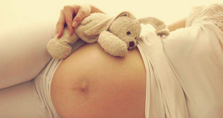 К чему беременной девушке снится что она родила 2