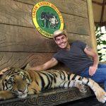 Foto Jonathan Putra Dengan Harimau